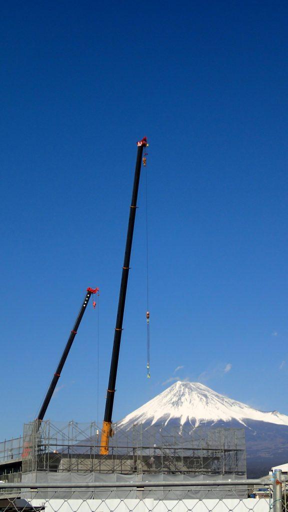 背景は富士山